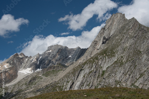 Photo aiguille doran and its majestic summit in the heart of the french alps in the va