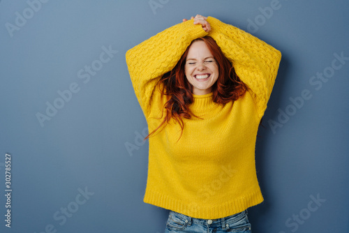 Fotografía Cute charismatic young woman grinning happily