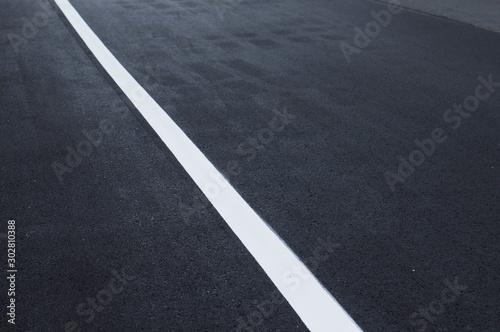 アスファルト道路の白線 Wallpaper Mural