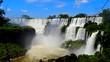 Amérique du Sud, Les chutes d'Iguassu (Iguazú en espagnol ou Iguaçu en portugais) entre l'Argentine et le Brésil
