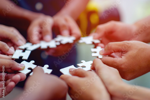 Fotografía  Team work, hands and jig Saw Unite with power Is a good team of successful peopl
