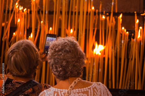 Fotografija  Vamos tirar uma foto das velas queimando?