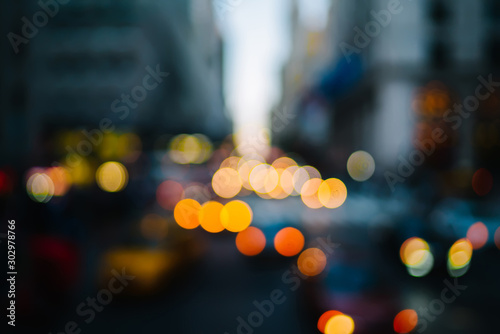 Pinturas sobre lienzo  Evening defocused view with bokeh lights of urban setting and moving cars on roa