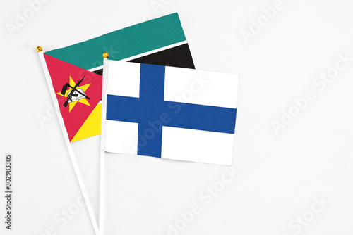 Photographie Finland and Mozambique stick flags on white background