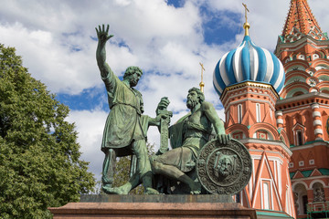 Fototapeta na wymiar Monument to Minin and Pozharsky next the Cathedral of Vasily Blessed on a summer day in Moscow