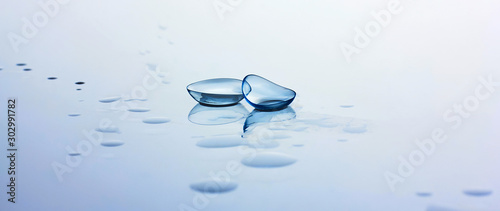 Fotografía Contact lenses and water drops on light blue background