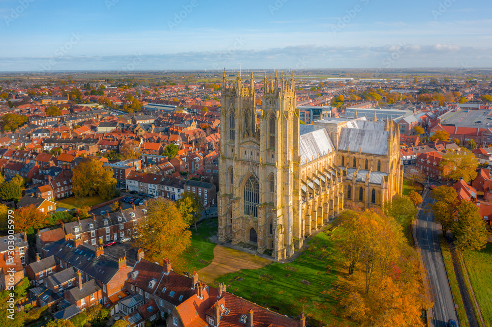 Fototapety, obrazy: Overhead aerial top down view of Beverley Minster, the large gothic church in the centre of the small market town in East Yorkshire, UK. Shot in Autumn 2019