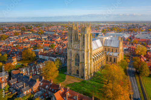 Overhead aerial top down view of Beverley Minster, the large gothic church in the centre of the small market town in East Yorkshire, UK Fototapete