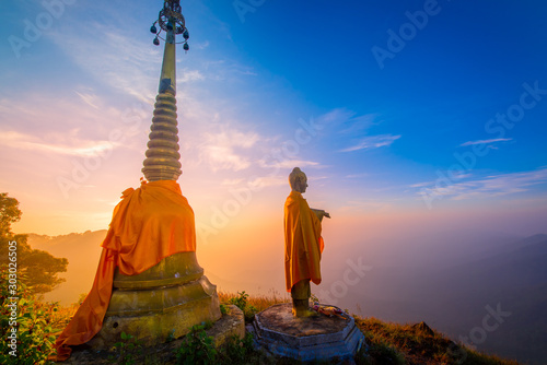 Obraz golden buddha in  thailand - fototapety do salonu