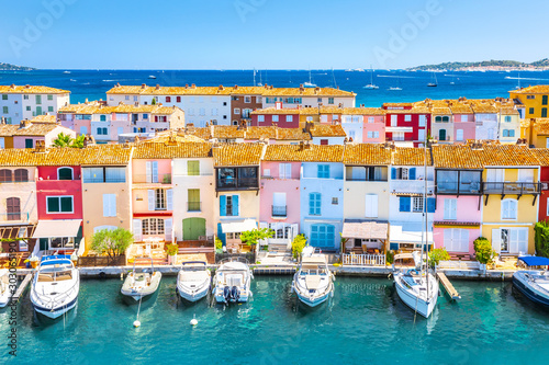 Fotografie, Tablou View Of Colorful Houses And Boats In Port Grimaud During Summer Day-Port Grimaud