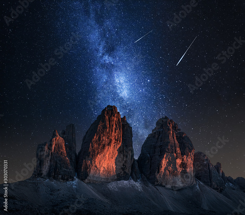 Tre Cime di Lavaredo and milky way at night, Dolomites Fototapete