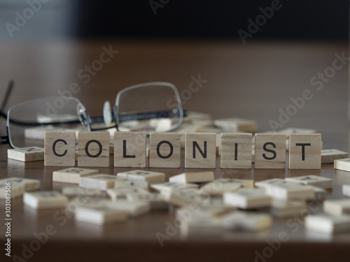 Foto Colonist the word or concept represented by wooden letter tiles