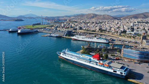 Photo Aerial drone panoramic photo of famous busy port of Piraeus which is the largest