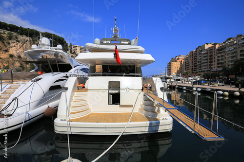 Fotomural Luxury yacht moored in the Port de Fontvieille in Monaco