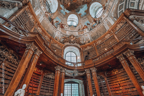 Photo sur Aluminium Con. Antique Books on the bookshelf at Prunksaal inside imperial national library i Vienna, Austria
