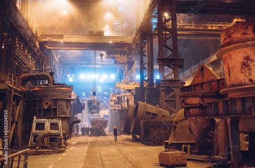 Fotografía  Melting of metal in a steel plant. Metallurgical industry.