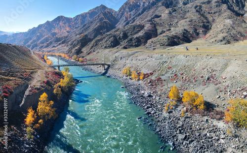 Foto auf Leinwand Dunkelgrau The bridge across the Katun rivers in the Altai mountains. Sunny autumn day.