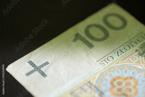 Fotomural  One hundred Polish zloty banknote on a dark surface close-up