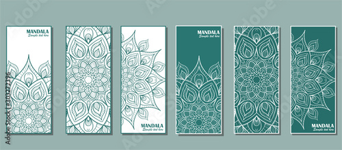 Fond de hotte en verre imprimé Style Boho Set of cards with the image of a circular mandala in turquoise color.