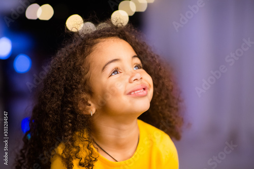 Obraz Dreamy african american little girl looking at free space - fototapety do salonu