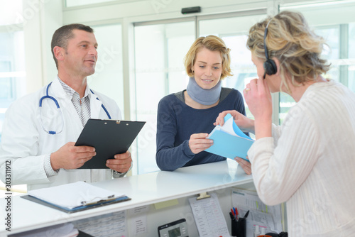 Fototapety, obrazy: nurse assisting patient over the countre at hospital reception