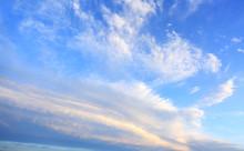 Obłoki I Chmury Na Błękitny...
