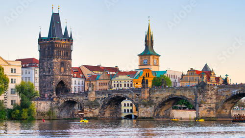 Obraz The famous Charles bridge over the Vltava river in Prague - fototapety do salonu