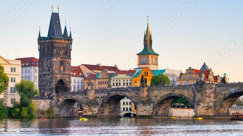 The famous Charles bridge over the Vltava river in Prague Fototapet