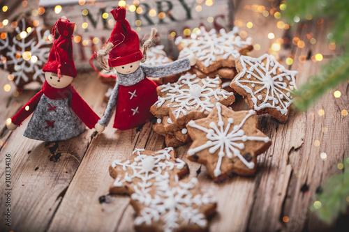 Fototapeta christmas gingerbread cookies with cinnamon and anise obraz