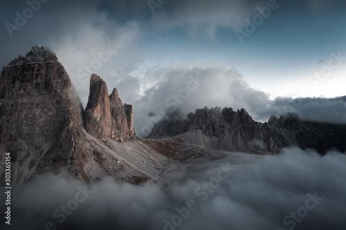 Foto auf Leinwand Wasserfalle sunset in mountains