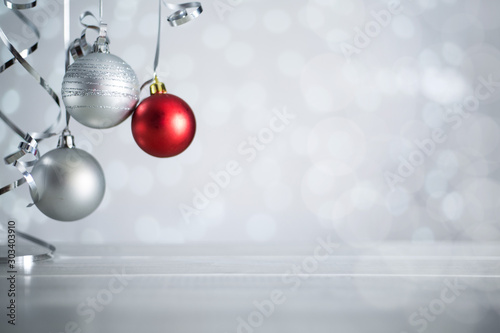 Fotomural  Silver Christmas balls with ribbon