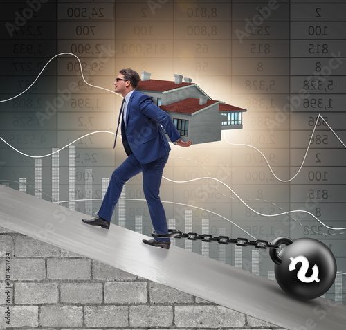Fotomural  Businessman in mortgage debt financing concept