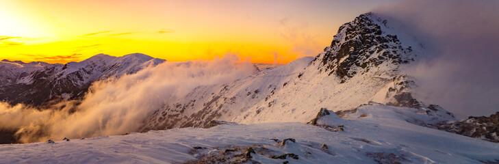 Fototapeta Góry Tatry Zachodnie - halny wiatr, zachód słońca