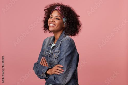 Studio shot of young charming dark skinned woman in colorful headband having sho Canvas-taulu