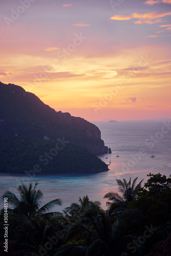 Photo Wonderful sunset on Phi Phi Don island view point