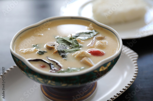 Photo  Coconut milk soup with chicken and rice , traditional Thai food
