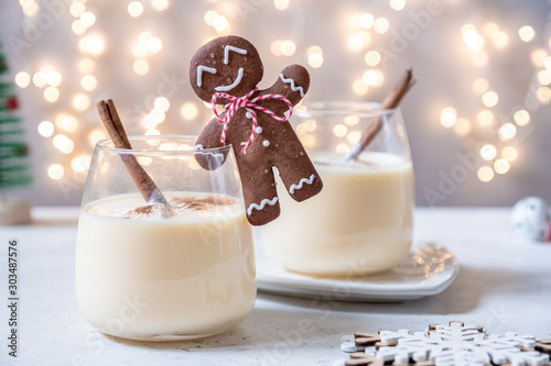 Recess Fitting Alcohol Traditional Christmas drink eggnog with cinnamon and Gingerbread man cookies