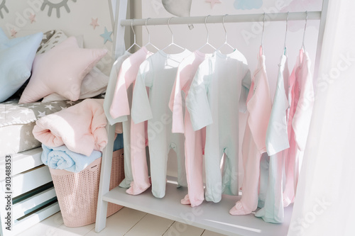 Fotografía  Newborn Clothing On Floor Hanger Baby Room Design