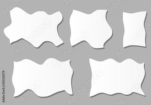 Trozos de papel arrugados sobre fondo gris. Wallpaper Mural