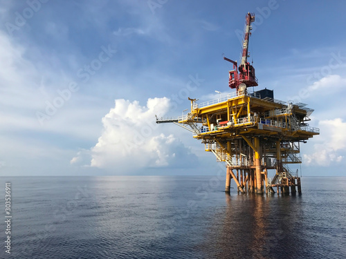 Fototapeta Oil and gas wellhead remote platform produced raw gas and oil then sent to central processing platform to separate water,gas and condensate (gas). obraz