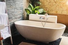 Big Stone Bathtub In A Modern ...