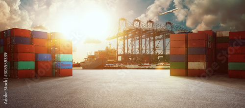 Photo Transport industry of container cargo freight ship in shipyard port