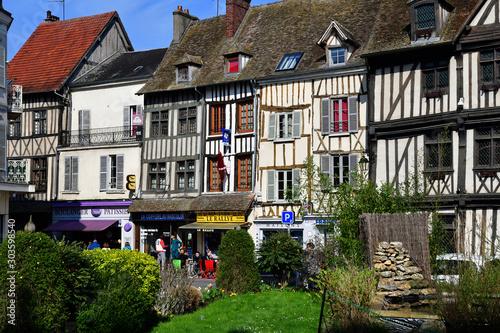 Obraz na plátně Vernon, France - march 25 2017 : picturesque city centre