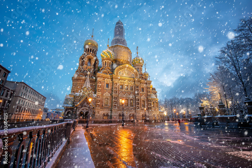 View of famous church of Savior on Spilled Blood (Resurrection of Christ cathedral) and Griboedov Canal at frosty snow winter morning day, Saint Petersburg, Russia Fototapet