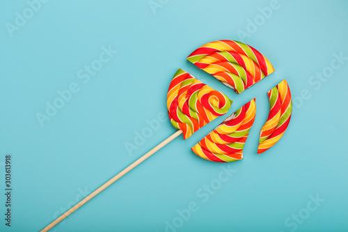 Lollipop broken into pieces on blue background, top view with copy space Tableau sur Toile