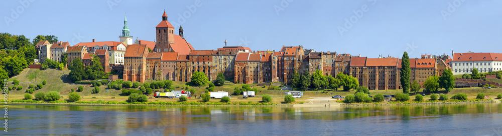 Fototapety, obrazy: Panorama of historic granaries in Grudziadz at the Vistula River in northern Poland. Situated in the Kuyavian-Pomeranian Voivodeship