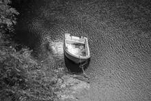 放置された小型ボート An Abandoned Boat