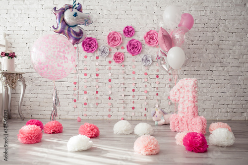 Decor for girls birthday, with pink pompoms, flowers on the wall, large number one and unicorn balloon Tablou Canvas