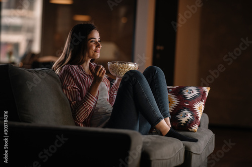 Fotomural Young woman at home