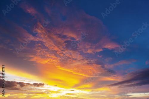 Montage in der Fensternische Lavendel Beautiful sky quiet sunset on background